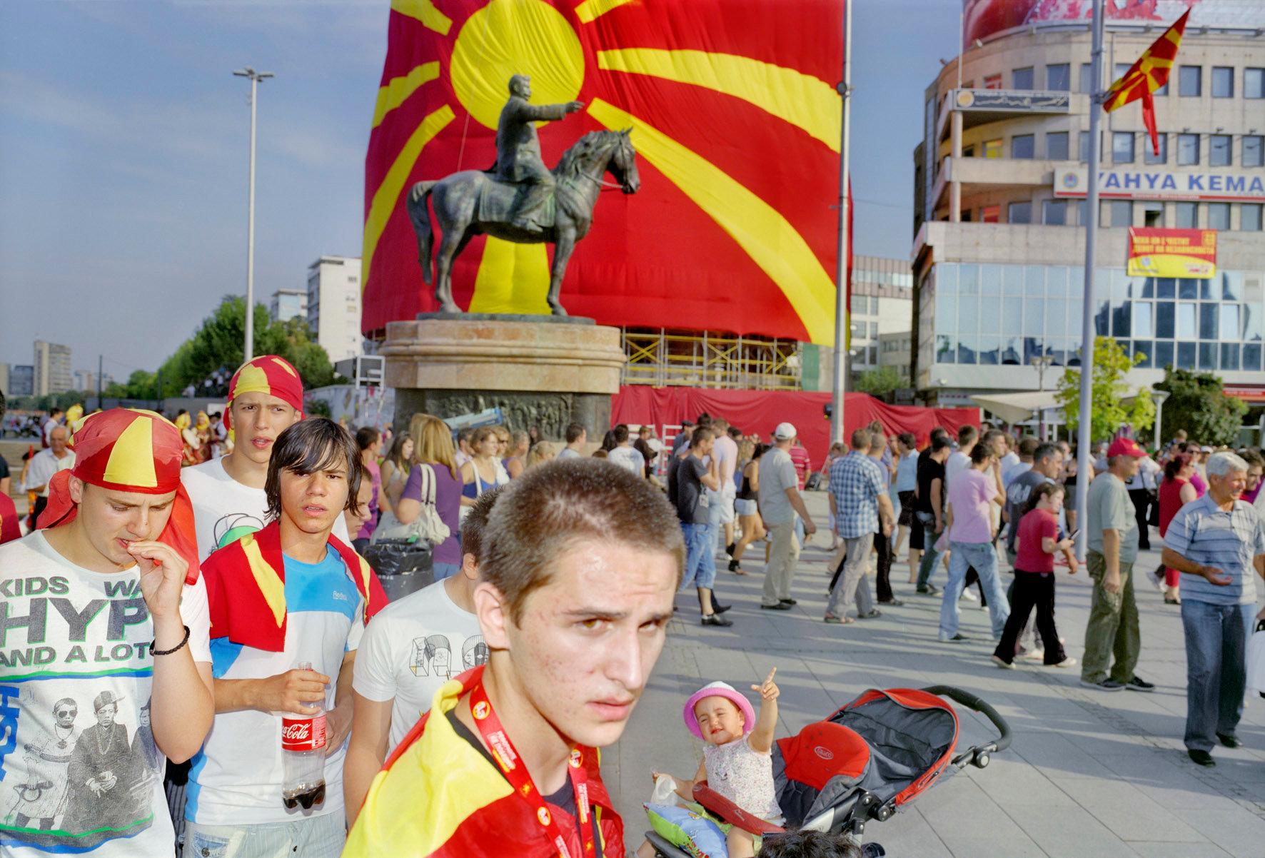 EU 1067 3 Skopje, met vlaggen 2 kopie.jpg