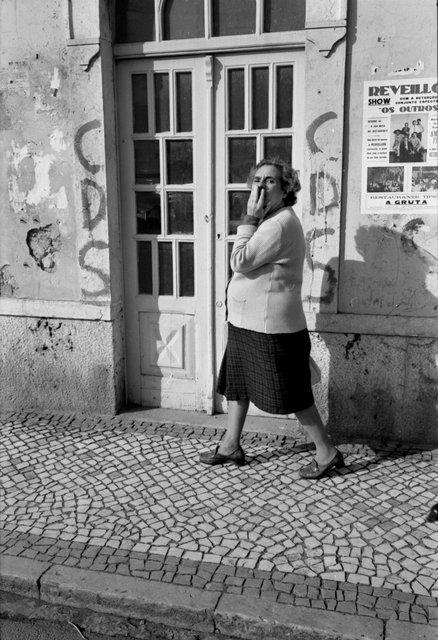Portugal womanwalking 12P 1981 #25.jpg