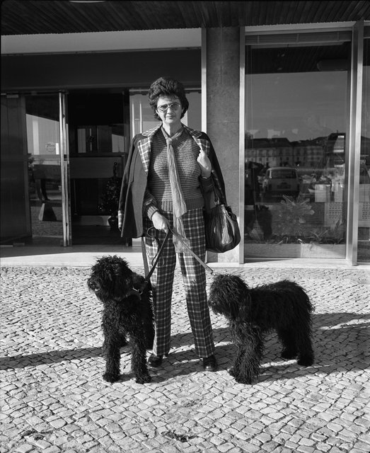 Portugal woman dogs036.jpg