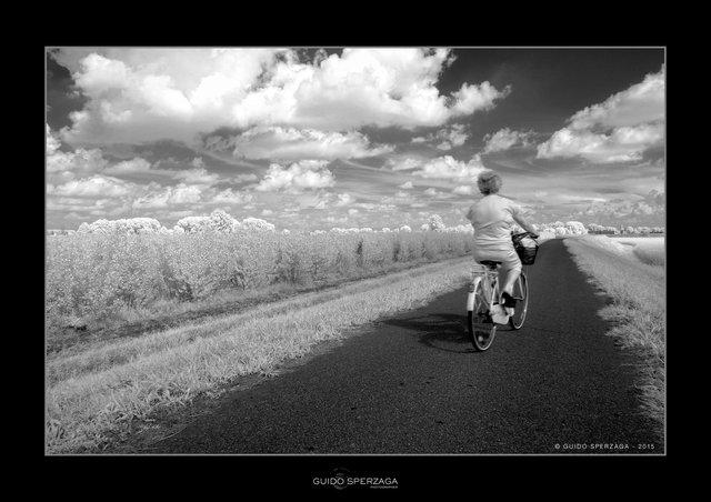 donna bici.jpg