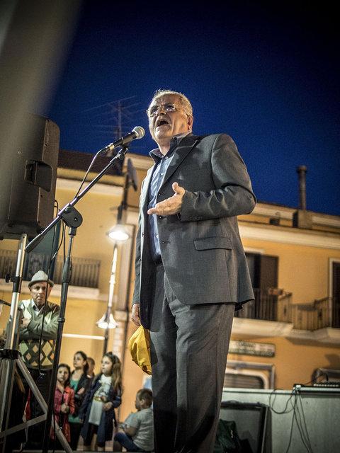 34. Renato Natale durante l'ultimo comizio prima del ballottaggio