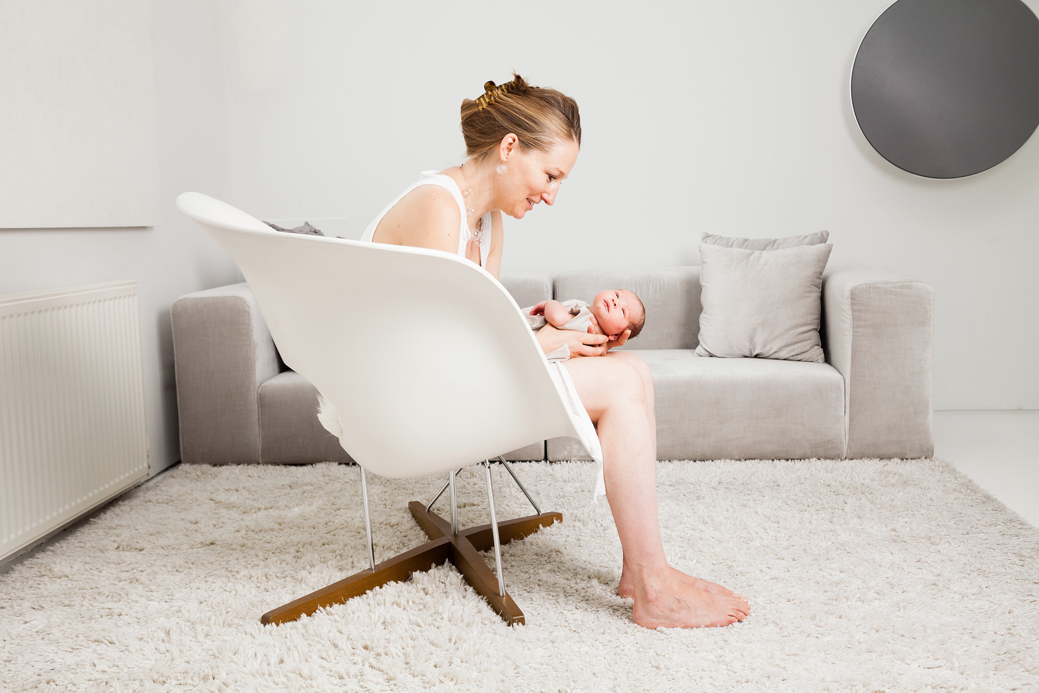Newborn mom ©Tobi Asmoucha.jpg