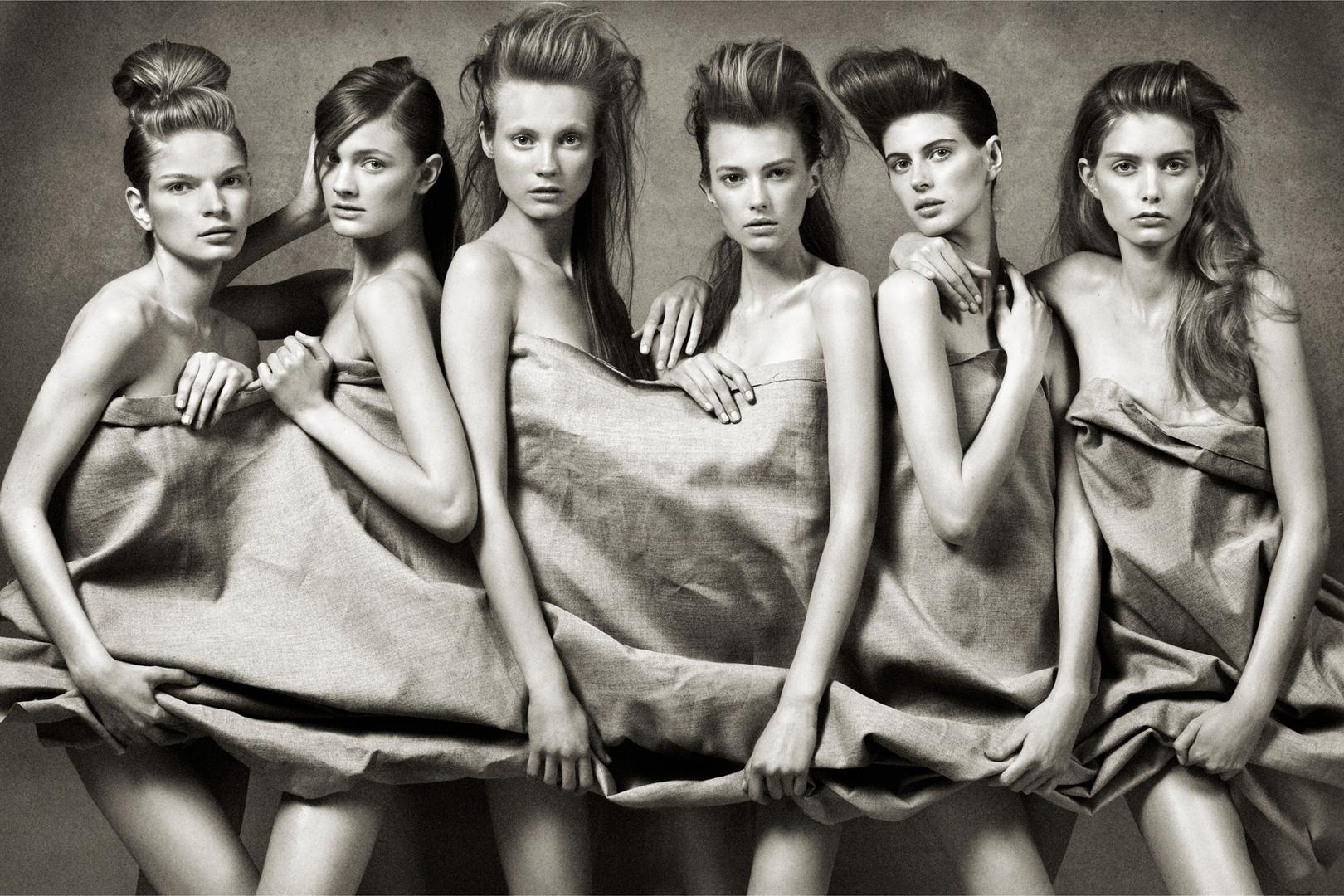 Vogue Paris. Charlotte Di Calypso, Constance Jablonski, Jennifer Messelier, Mathilde Frachon, Melodi