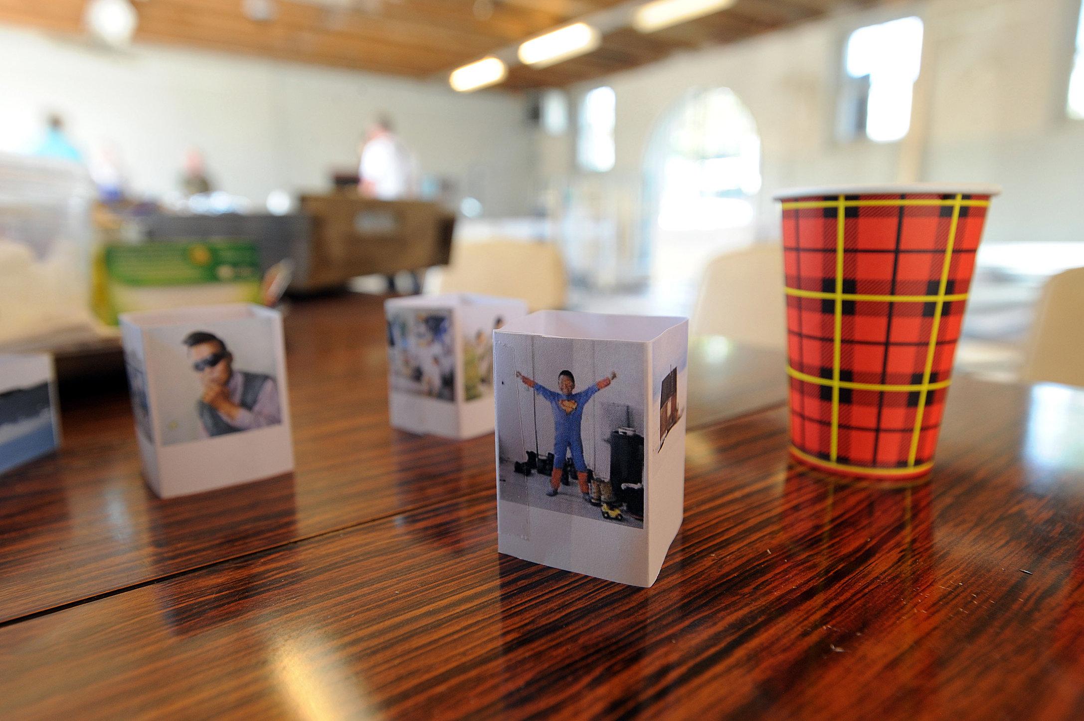 Opbouw BredaPhoto 2012 rondom thema Homo Emphaticus mbv papieren schaalmodellen