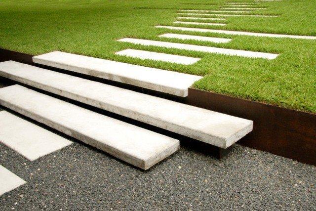 aménagement-paysager-moderne-allée-plaques-rectangulaires-marches-flottantes.jpg