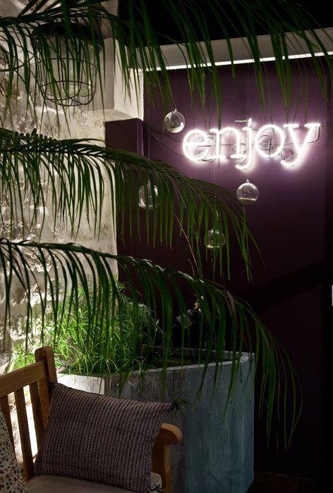12_neuilly_patio.jpg