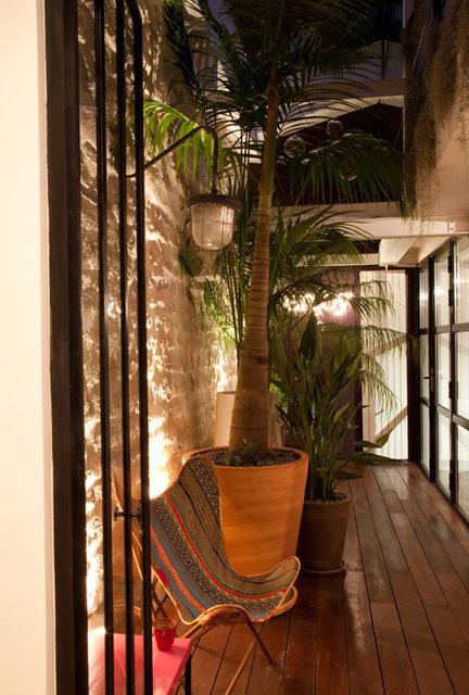 11_neuilly_patio.jpg