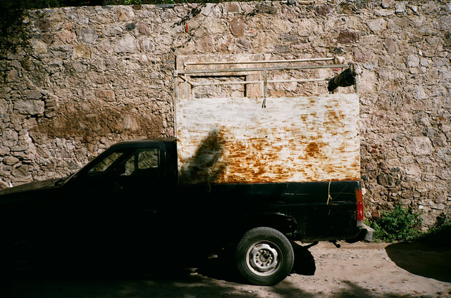 matching car and wall - mex.jpg