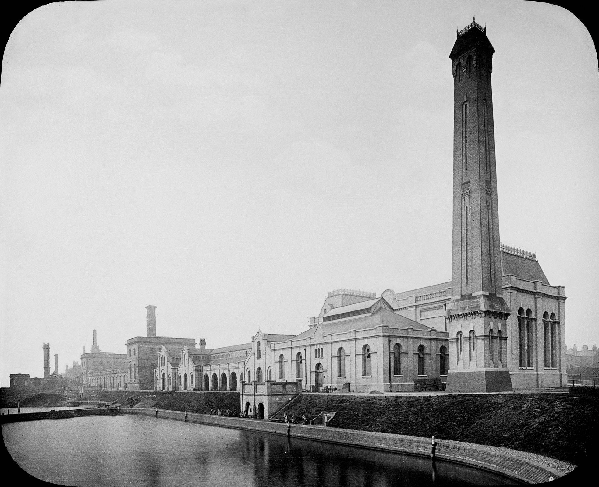 Morelands and Riverdale building c.1900