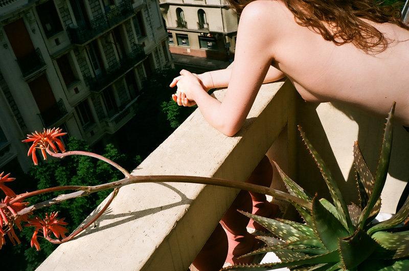 sur la terrasse avec plante bizarre, nice.jpg
