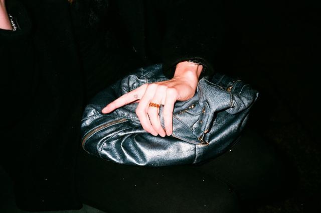 katrin-tatouage entre les doigts.jpg