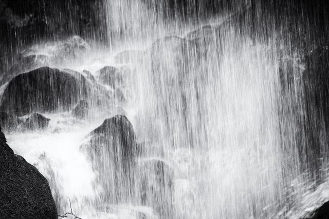 sous la cascade.jpg