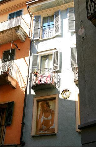 Intra, Italia 2011