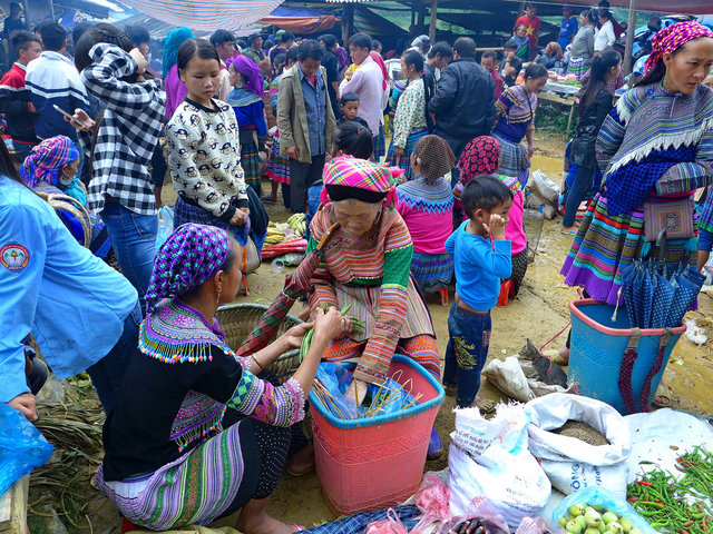 flower hmong people, can cau market