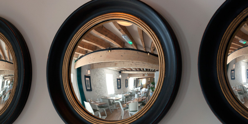 The_Mendip_Inn_Close-up_MIrror.jpg