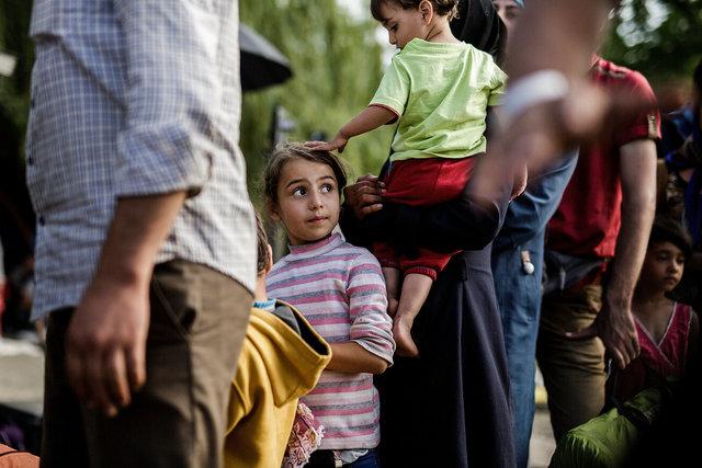578943541CK017_Migrants_Arr.JPG