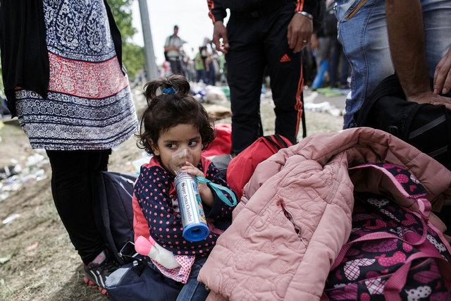 578943541CK027_Migrants_Arr.JPG