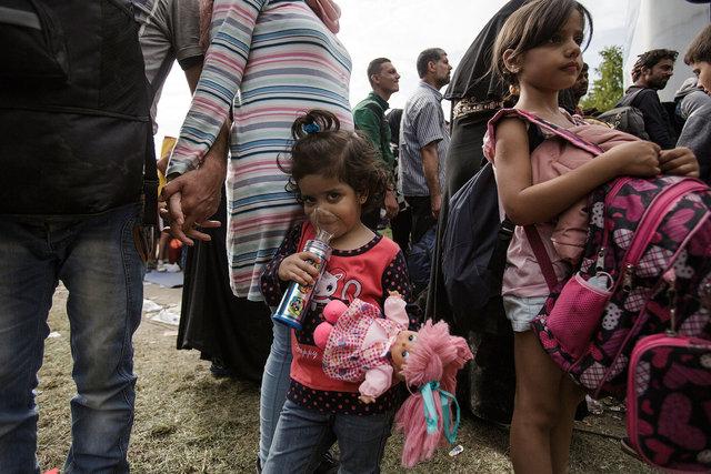 578943541CK026_Migrants_Arr.JPG