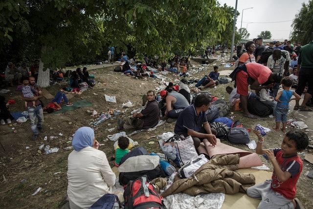 578943541CK025_Migrants_Arr.JPG