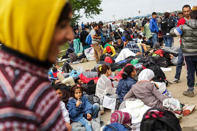 579912559CK024_Migrants_Gat.JPG