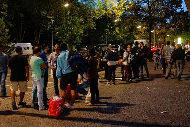 573729607CK003_Migrants_See.JPG