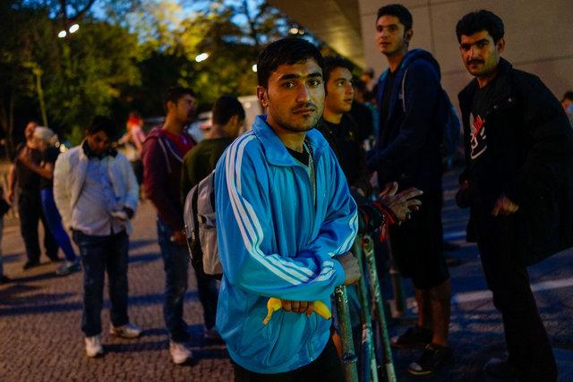 573729607CK016_Migrants_See.JPG
