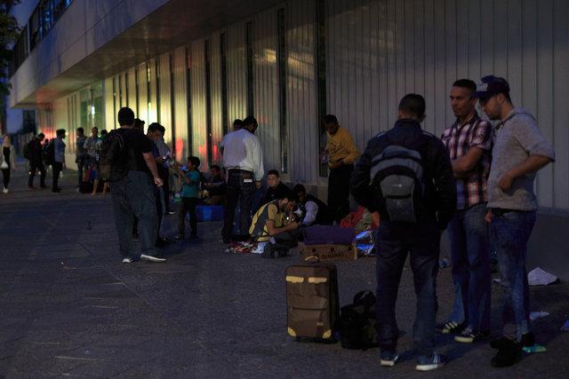 573729607CK002_Migrants_See.JPG