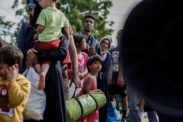 578943541CK016_Migrants_Arr.JPG