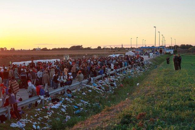 579912559CK001_Migrants_Gat.jpg