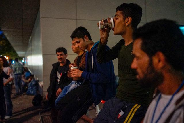 573729607CK014_Migrants_See.JPG