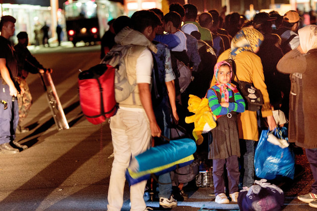 578943541CK031_Migrants_Arr.JPG
