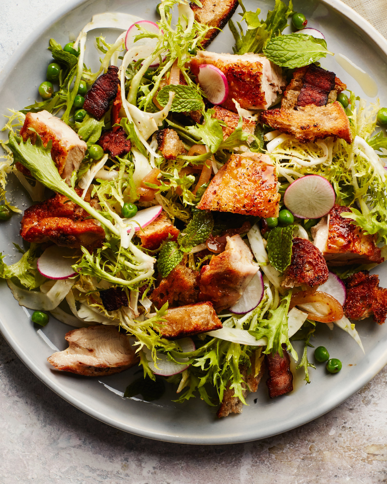 Spring-Salad-with-Crispy-Chicken-and-Bacony-Croutons-26042017.jpg