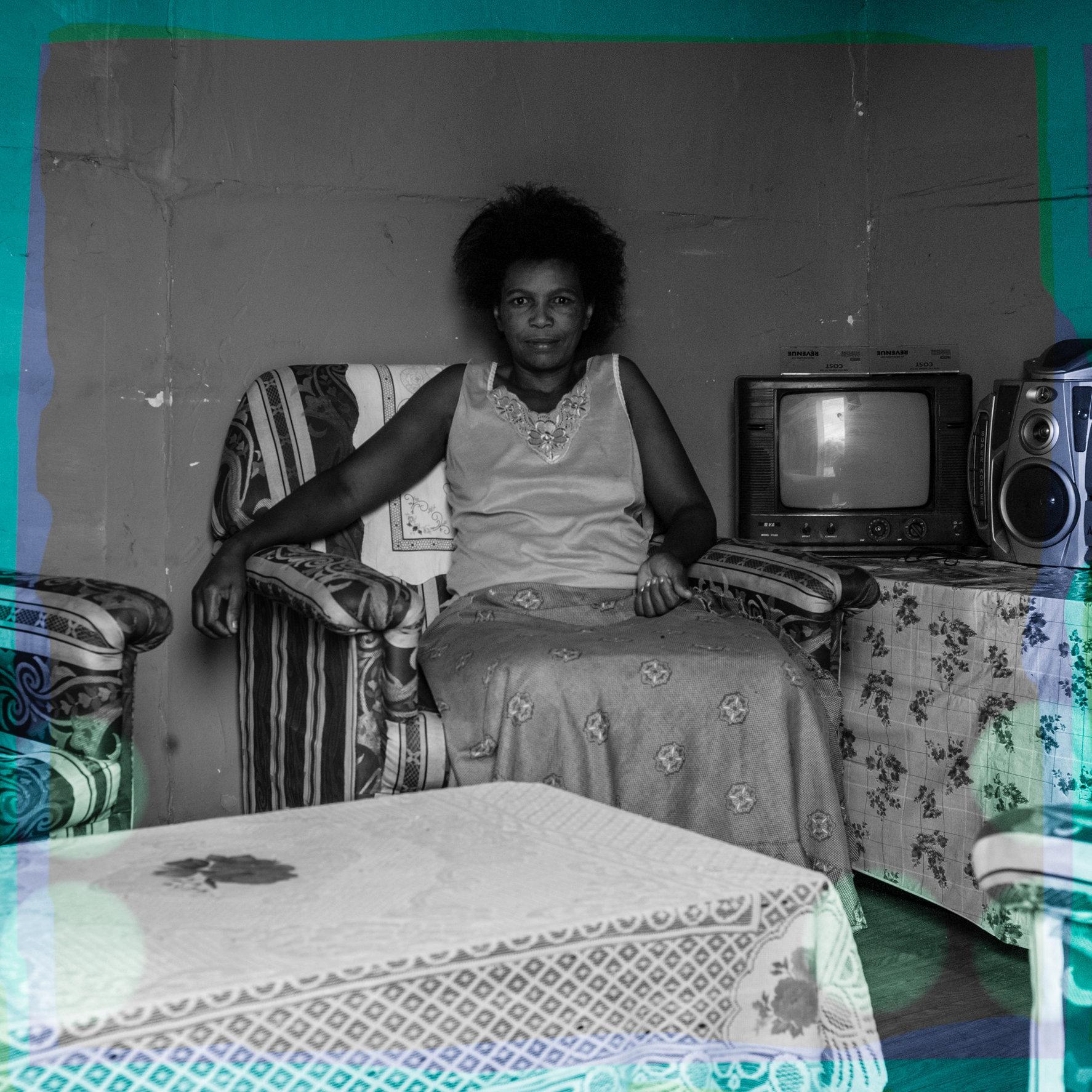 Soweto_tTV_Lady-1003588.jpg