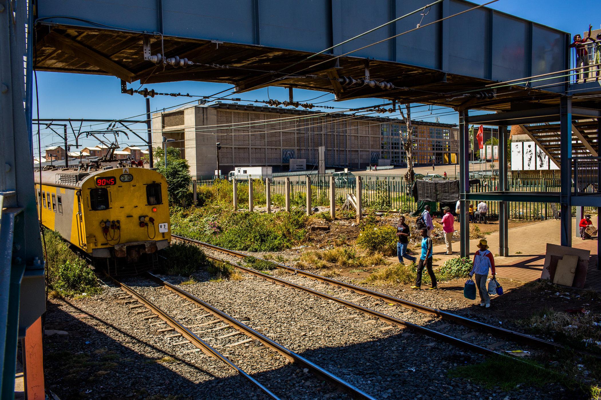 Soweto_Street_railcrossing-0839.jpg