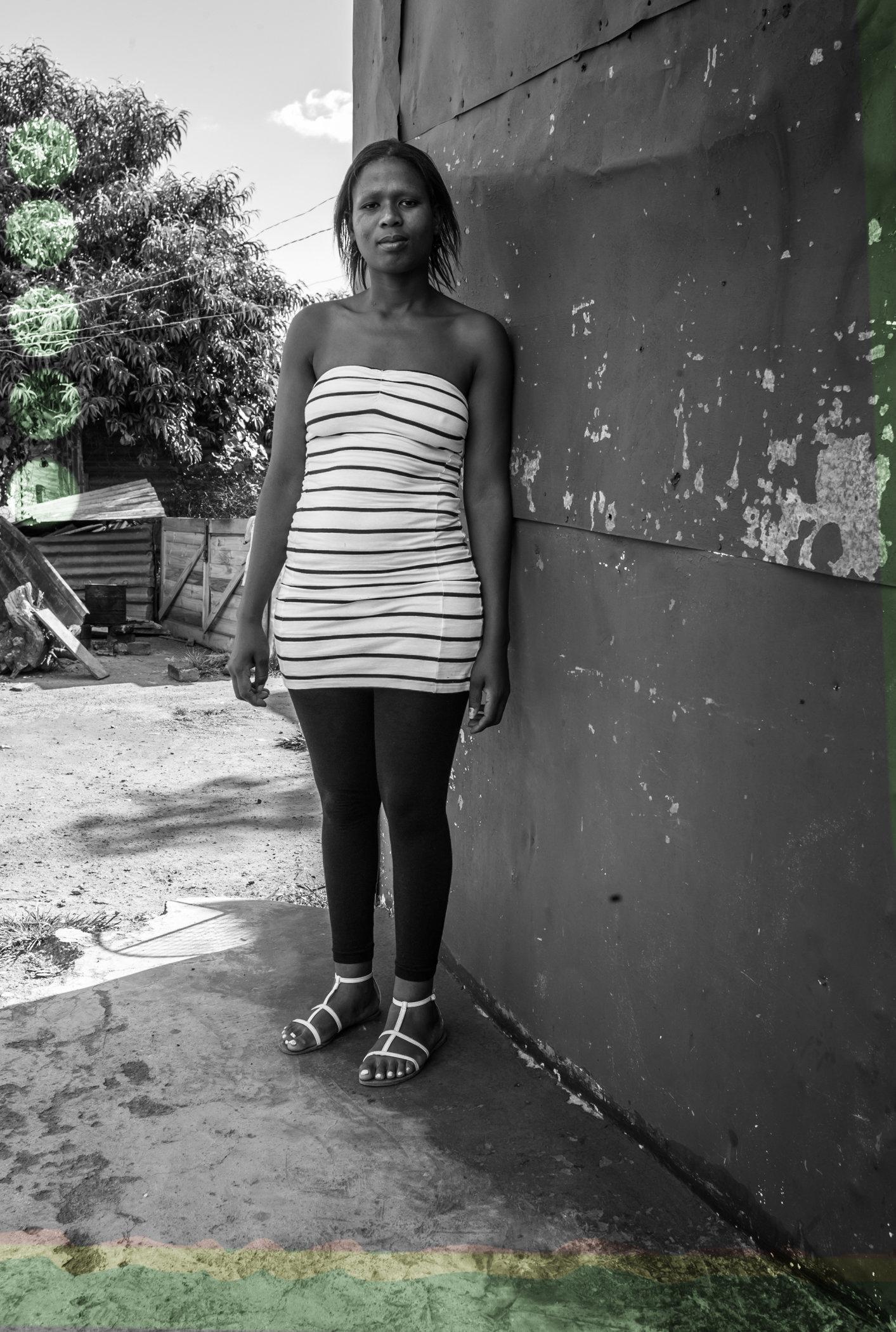 Soweto_hooped_Girl-L1004047.jpg
