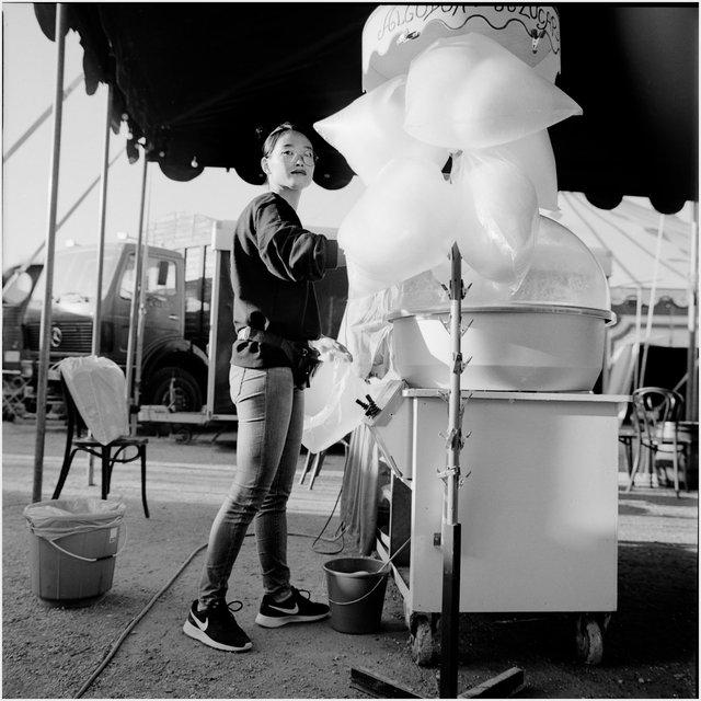 Mei se ocupa del algodón de azucar.