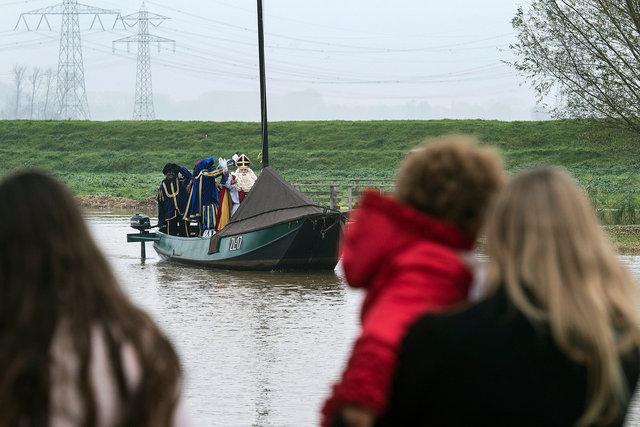 Sinterklaas nadert het haventje van Hooge Zwaluwe,2018