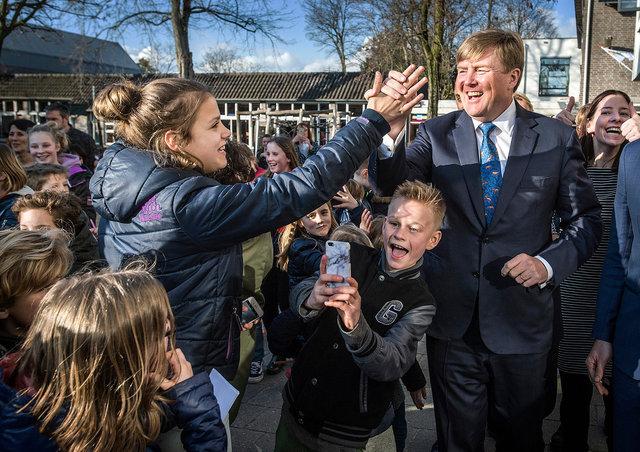 Koning Willem-Alexander bezoekt basisschool Sinte Maerte in Princenhage, 2017