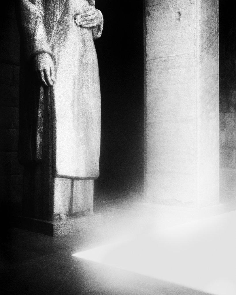 Statue 02, 2017, Archival Pigment Print, 98 x 78 cm, Unique Piece