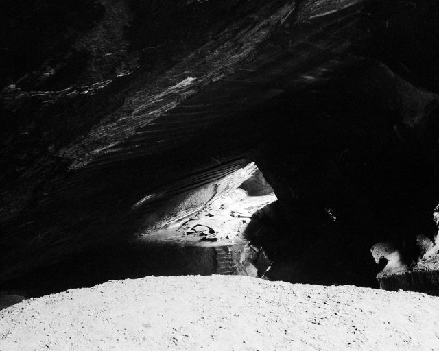 Inside of a Cave, 2018, Archival Pigment Print, 135 x 107,8 cm, Ed. 2