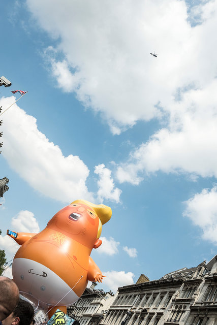Baby Blimp wiv Helicopter & Union Flag .tif