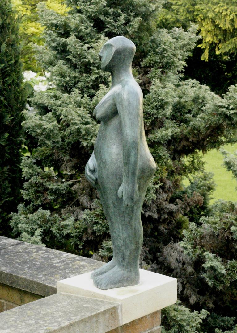 Hands on Hips bronze 4 .jpg
