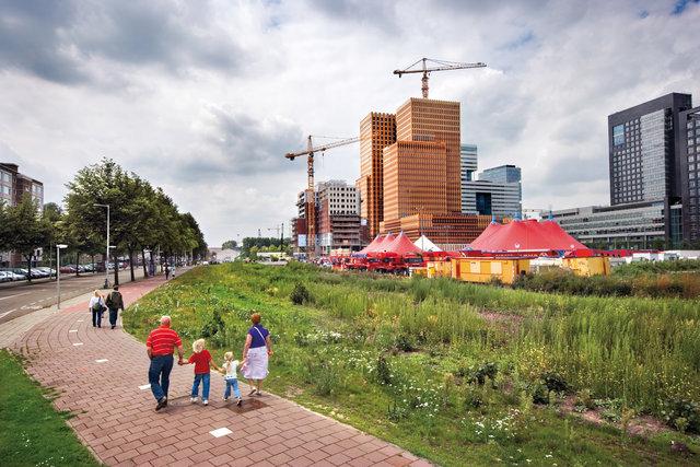 Amsterdam Zuidas for book: 25 years stichting Forum voor Stedelijke Vernieuwing