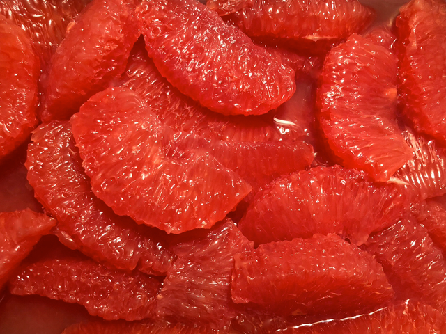 Filets von sonnengereiften Zitrusfrüchten ✓