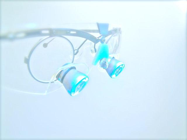 Präzision durch Intraoralkamera & Lupenbrille ✓