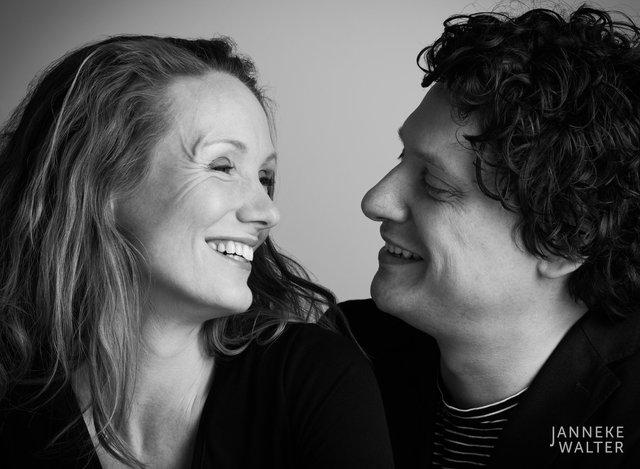 Portretfoto stel © Janneke Walter, fotograaf Utrecht De Bilt, loveshoot, bruidsfotografie, trouwfotografie