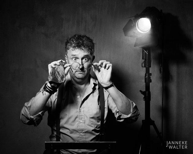 portretfoto acteur met spot II © Janneke Walter, fotograaf Utrecht De Bilt, portretfotograaf, portret, portretfotografie