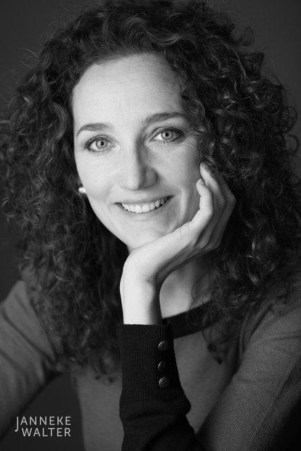 zakelijke portretfoto profielfoto vrouw 1 © Janneke Walter, portretfotograaf Utrecht, De Bilt, portretfotografie, sociale media, LinkedIn, CV