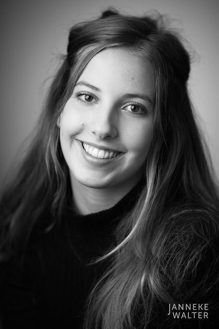 portretfoto jonge vrouw © Janneke Walter, fotograaf Utrecht De Bilt, portretfotograaf, portret, portretfotografie