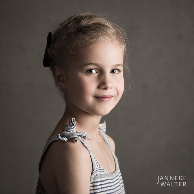 Fine art portretfoto meisje @ Janneke Walter, kinderfotograaf Utrecht De Bilt, kinderfotografie, kinderportret, fine art fotografie